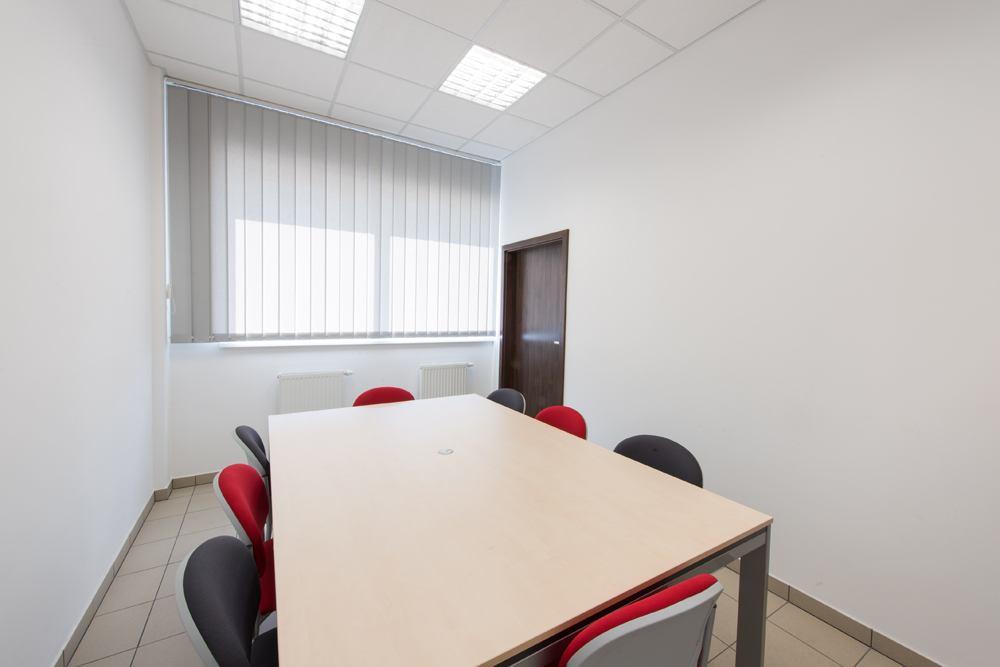 sala konferencyjna - hala produkcyjna z częścią biurową, dla Pritip, Puławy, woj. lubelskie