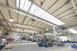 widok wnętrza - hala produkcyjna, dla Auto-Hak, Słupsk, woj. pomorskie