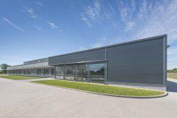 widok ogólny budynku 4 - hala produkcyjna z częścią biurową, dla Leann Stańczyk, Słupsk, woj. pomorskie