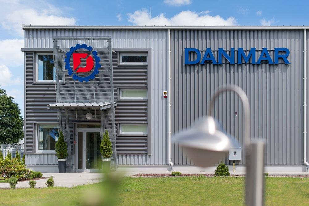 fragment elewacji frontowej - hala produkcyjna z częścią socjalno-biurową, dla Danmar, Łódź