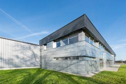 widok ogólny - hala produkcyjno-magazynowa z budynkiem biurowym, dla Duomat, Choszczno, woj. zachodniopomorskie