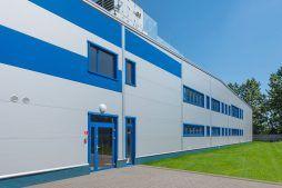 fragment elewacji frontowej - hala produkcyjna z budynkiem biurowym, dla Meblomaster, Węgrów, woj. mazowieckie