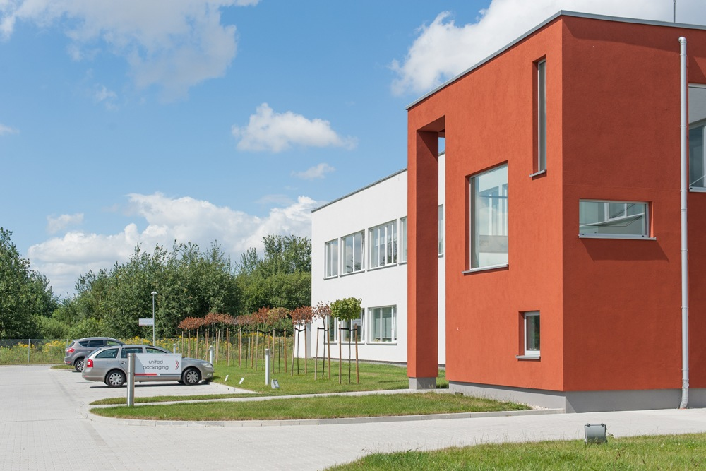 fragment holu wejściowego - hala produkcyjna z budynkiem biurowym dla Uniservice, Skarbimierz
