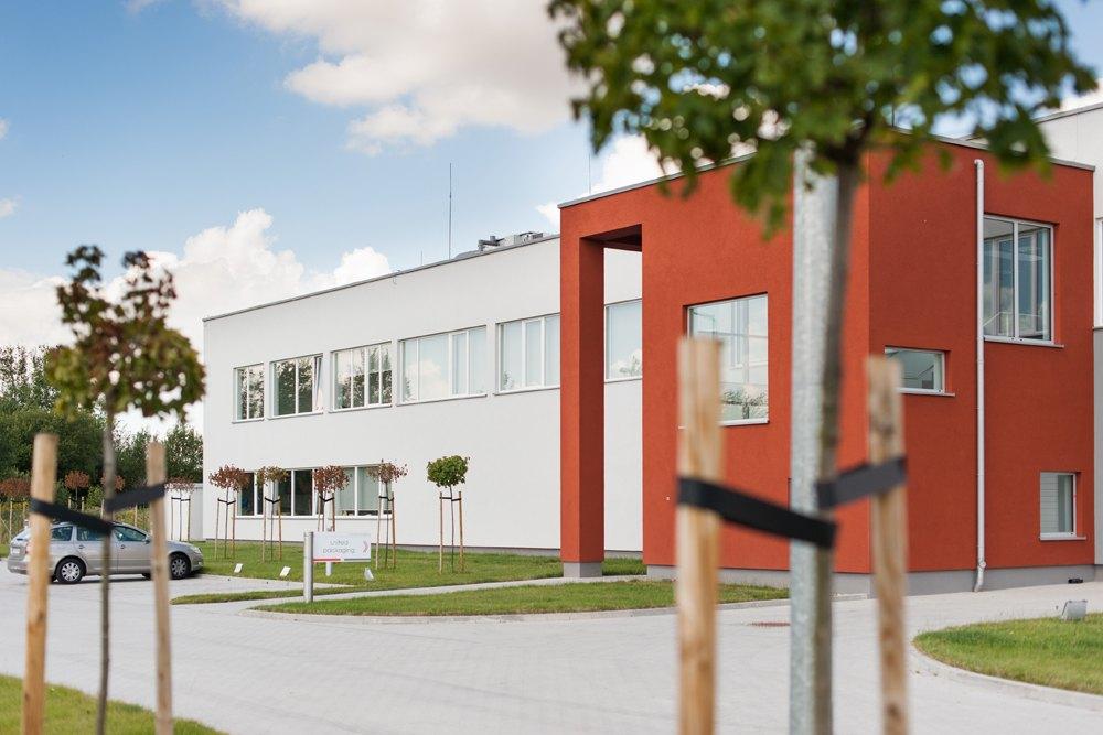 elewacja frontowa - hala produkcyjna z budynkiem biurowym, dla Uniservice, Skarbimierz, woj. Opolskie