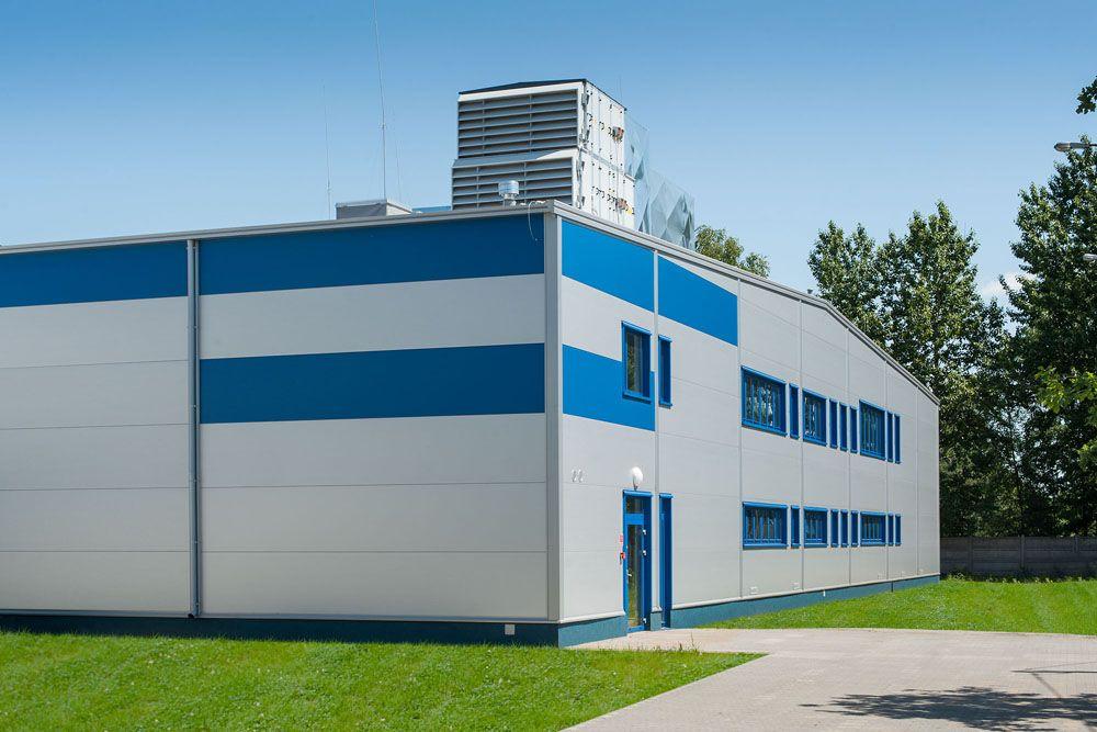 widok z przodu - hala produkcyjna z budynkiem biurowym, dla Meblomaster, Węgrów, woj. mazowieckie