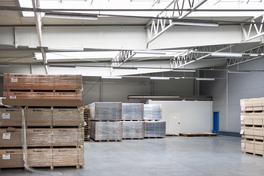 wnętrze części magazynowej - hala produkcyjna, dla firmy Meblomaster, Węgrów
