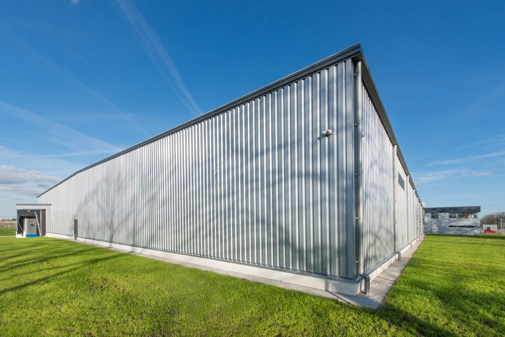 hala stalowa - hala produkcyjno-magazynowa z budynkiem biurowym, dla Duomat, Choszczno, woj. zachodniopomorskie