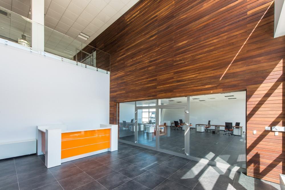 hol wejściowy 2 - sortownia owoców z częścią biurową, dla Europejskie Centrum Owocowe, Rębowola