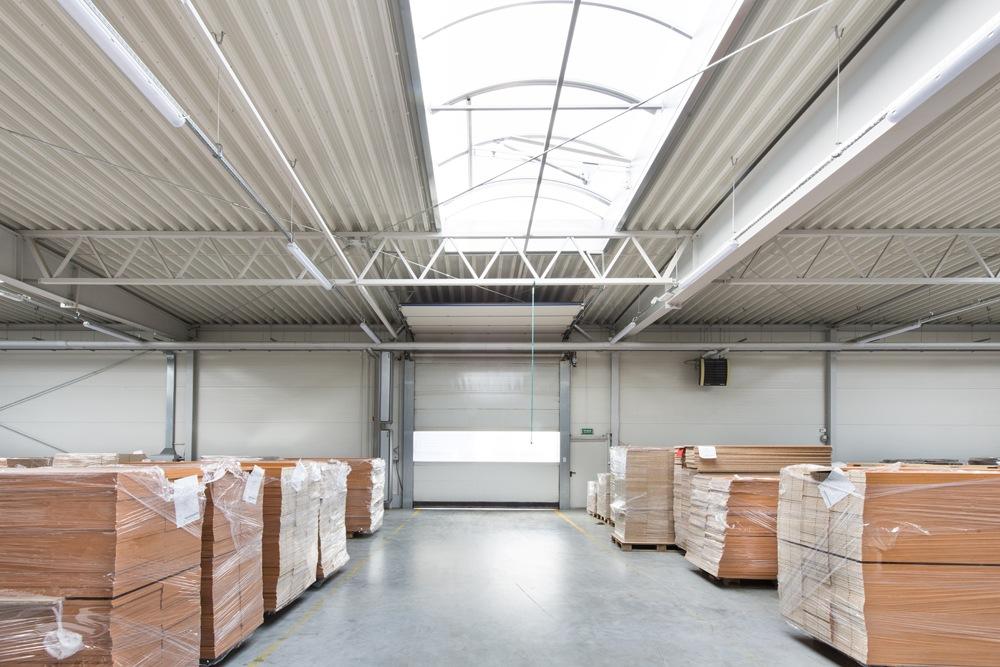 wnętrze hali stalowej - hala produkcyjna, dla firmy Meblomaster, Węgrów, woj. mazowieckie