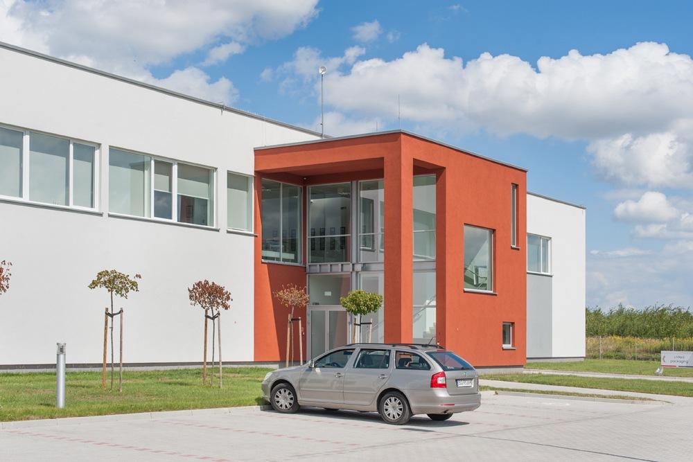 część wejściowa budynku - hala produkcyjna z budynkiem biurowym, dla Uniservice, Skarbimierz