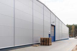 brama segmentowa - hala produkcyjna, dla firmy Meblomaster, Węgrów, woj. mazowieckie
