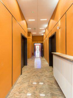 korytarz - hala produkcyjno-magazynowa z budynkiem biurowym, dla Polamp, Bieniewiec, woj. mazowieckie