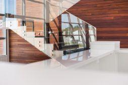 schody w holu 1 - sortownia owoców z częścią biurową, dla Europejskie Centrum Owocowe, Rębowola