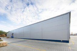zdjęcie hali stalowej - hala produkcyjna, dla firmy Meblomaster, Węgrów, woj. mazowieckie