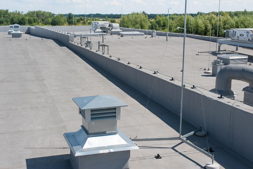 membrana dachowa - hala produkcyjna z budynkiem biurowym, dla Uniservice, Skarbimierz, woj. Opolskie