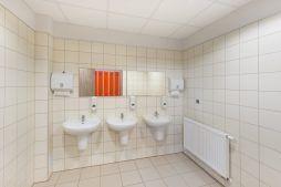 pomieszczenie sanitarne - hala produkcyjna z częścią socjalną, dla Marva International, Poznań, woj. wielkopolskie