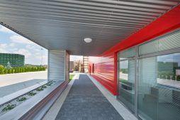 przejście do wejścia głównego - sortownia i przechowalnia owoców z częścią biurową, dla Gaik, Witalówka