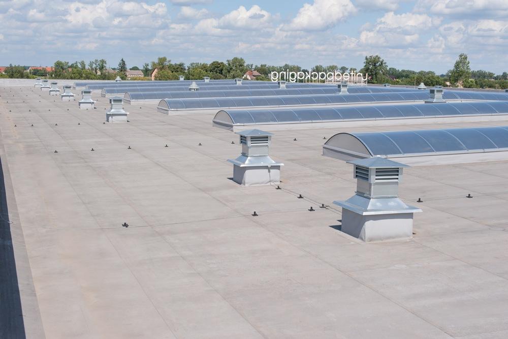 świetliki dachowe - hala produkcyjna z budynkiem biurowym, dla Uniservice, Skarbimierz, woj. Opolskie