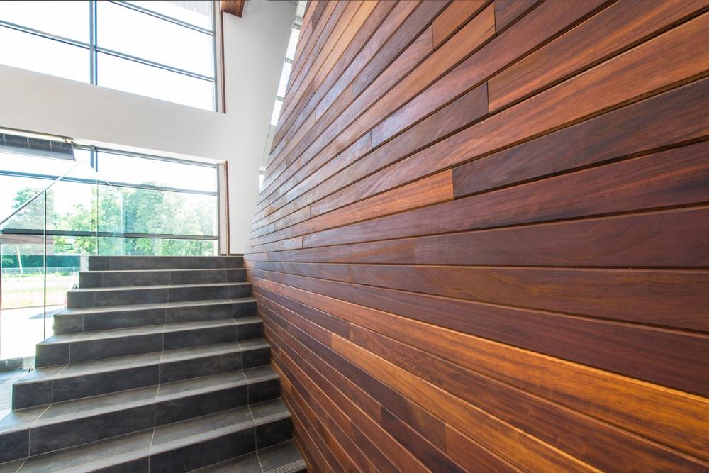 schody w holu - sortownia owoców z częścią biurową, dla Europejskie Centrum Owocowe, Rębowola