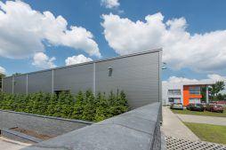 widok z boku - hala produkcyjno-magazynowa z budynkiem biurowym, dla Viva Plus, Bytom, woj. śląskie