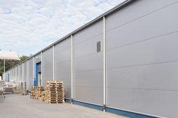 zbliżenie na ścianę zewnętrzną - hala produkcyjna, dla firmy Meblomaster, Węgrów