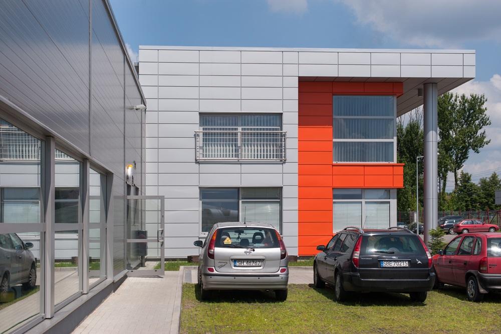 ściana boczna budynku biurowego - hala produkcyjno-magazynowa z budynkiem biurowym, dla Viva Plus, Bytom