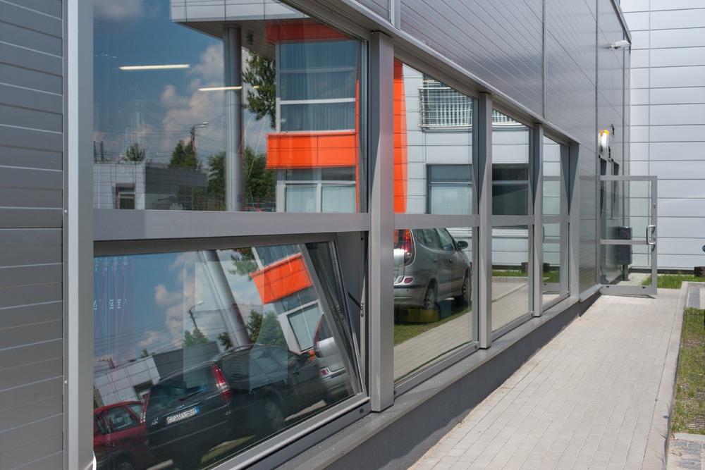 przeszklenia elewacyjne - hala produkcyjno-magazynowa z budynkiem biurowym, dla Viva Plus, Bytom, woj. śląskie
