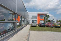 ściana boczna budynku biurowego 1 - hala produkcyjno-magazynowa z budynkiem biurowym, dla Viva Plus, Bytom