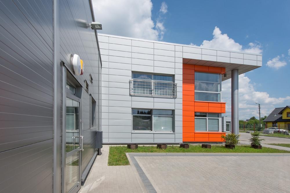 ściana boczna budynku biurowego 2 - hala produkcyjno-magazynowa z budynkiem biurowym, dla Viva Plus, Bytom