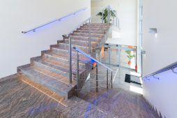 schody - hala produkcyjno-magazynowa z budynkiem biurowym, dla Polamp, Bieniewiec, woj. mazowieckie