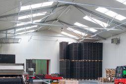 wnętrze hali 3 - sortownia i przechowalnia owoców z częścią biurową, dla Gaik, Witalówka
