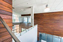 piętro nad holem wejściowym - sortownia owoców z częścią biurową, dla Europejskie Centrum Owocowe, Rębowola