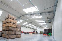 wnętrze hali 4 - sortownia i przechowalnia owoców z częścią biurową, dla Gaik, Witalówka