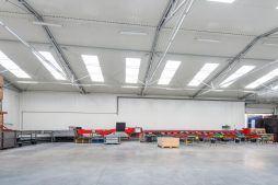wnętrze hali 6 - sortownia i przechowalnia owoców z częścią biurową, dla Gaik, Witalówka
