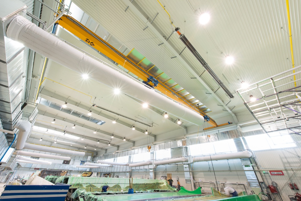 wnętrze hali - hala produkcyjna z częścią biurową, dla Markos, Słupsk, woj. pomorskie