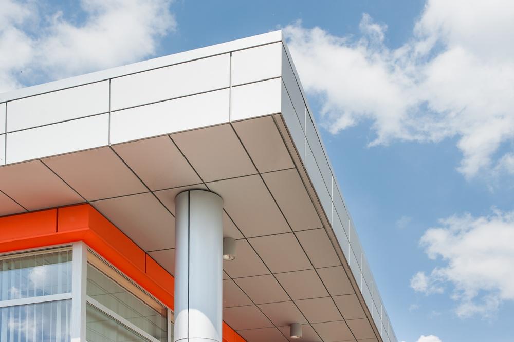 zbliżenie na panele elewacyjne - hala produkcyjno-magazynowa z budynkiem biurowym, dla Viva Plus, Bytom, woj. śląskie