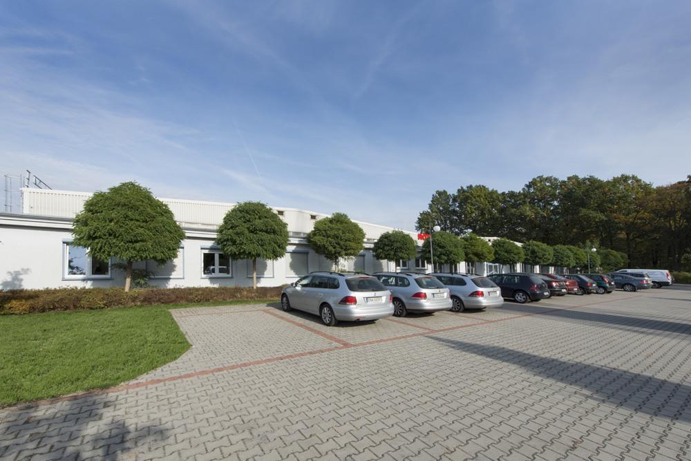 parking przed budynkiem - hala produkcyjna, dla Rotox, Pokój, woj. opolskie