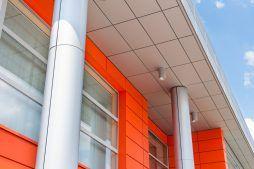 detal elewacyjny i oświetlenie - hala produkcyjno-magazynowa z budynkiem biurowym, dla Viva Plus, Bytom, woj. śląskie