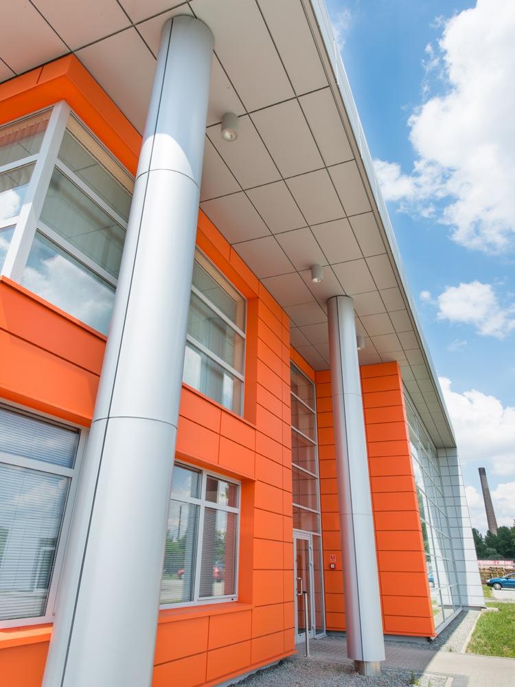 detal elewacyjny - hala produkcyjno-magazynowa z budynkiem biurowym, dla Viva Plus, Bytom, woj. śląskie