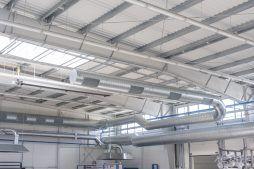 wnętrze hali - hala produkcyjna z częścią biurową, dla Leann Stańczyk, Słupsk, woj. pomorskie