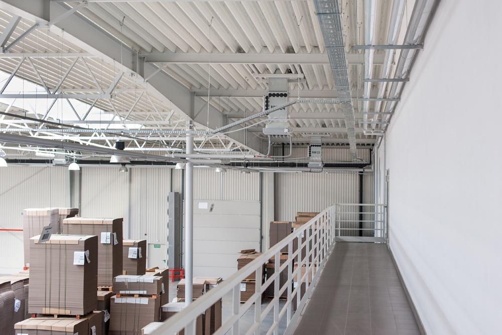 wnętrze hali - hala produkcyjna z budynkiem biurowym, dla Uniservice, Skarbimierz, woj. Opolskie