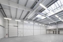 wnętrze hali - hala produkcyjna z częścią socjalną, dla Marva International, Poznań, woj. wielkopolskie