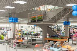 schody w pomieszczeniu handlowym - hala handlowa, dla Koopman International, Komorniki, woj. wielkopolskie