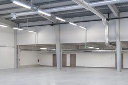 wnętrze hali 1 - hala produkcyjna z częścią socjalną, dla Marva International, Poznań, woj. wielkopolskie