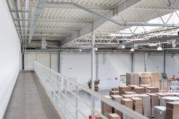 wnętrze hali 2 - hala produkcyjna z budynkiem biurowym, dla Uniservice, Skarbimierz, woj. Opolskie