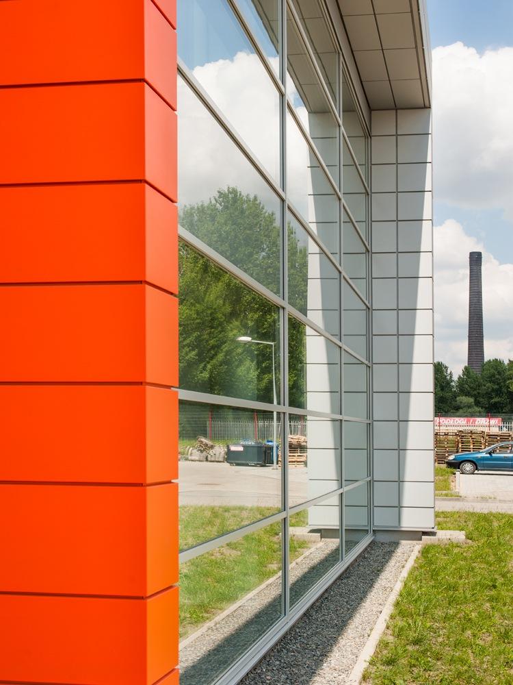przeszklenia na elewacji frontowej 4 - hala produkcyjno-magazynowa z budynkiem biurowym, dla Viva Plus, Bytom