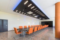 sala konferencyjna - hala produkcyjno-magazynowa z budynkiem biurowym, dla Polamp, Bieniewiec, woj. mazowieckie