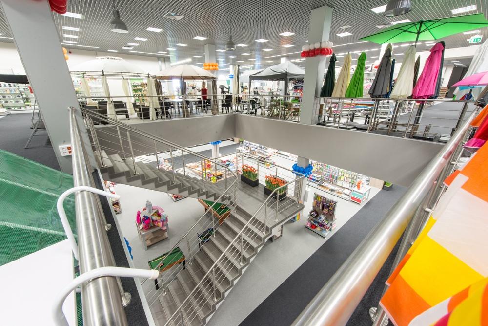 widok z drugiego poziomu 1 - hala handlowa, dla Koopman International, Komorniki, woj. wielkopolskie