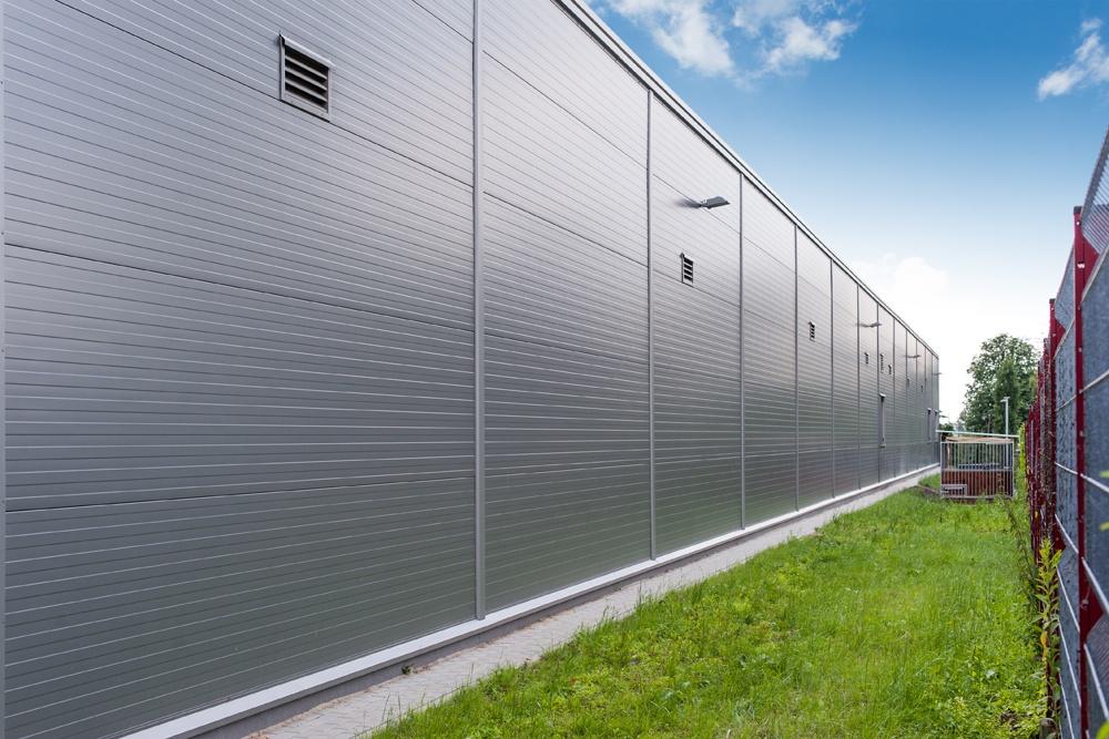 ściana boczna hali - hala produkcyjno-magazynowa z budynkiem biurowym, dla Viva Plus, Bytom, woj. śląskie