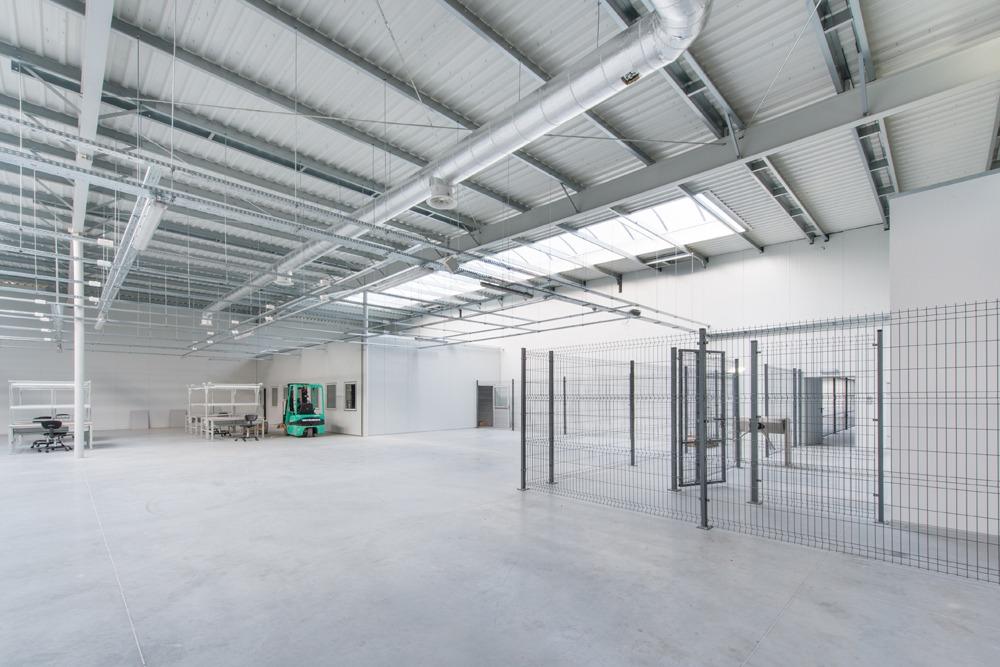 wnętrze hali 2 - hala produkcyjno-magazynowa z budynkiem biurowym, dla Duomat, Choszczno, woj. zachodniopomorskie